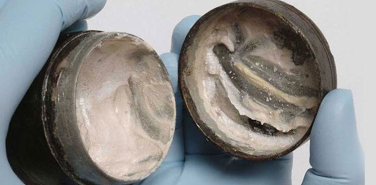 Scientists discover 2,000-year-old face cream containing last fingerprints